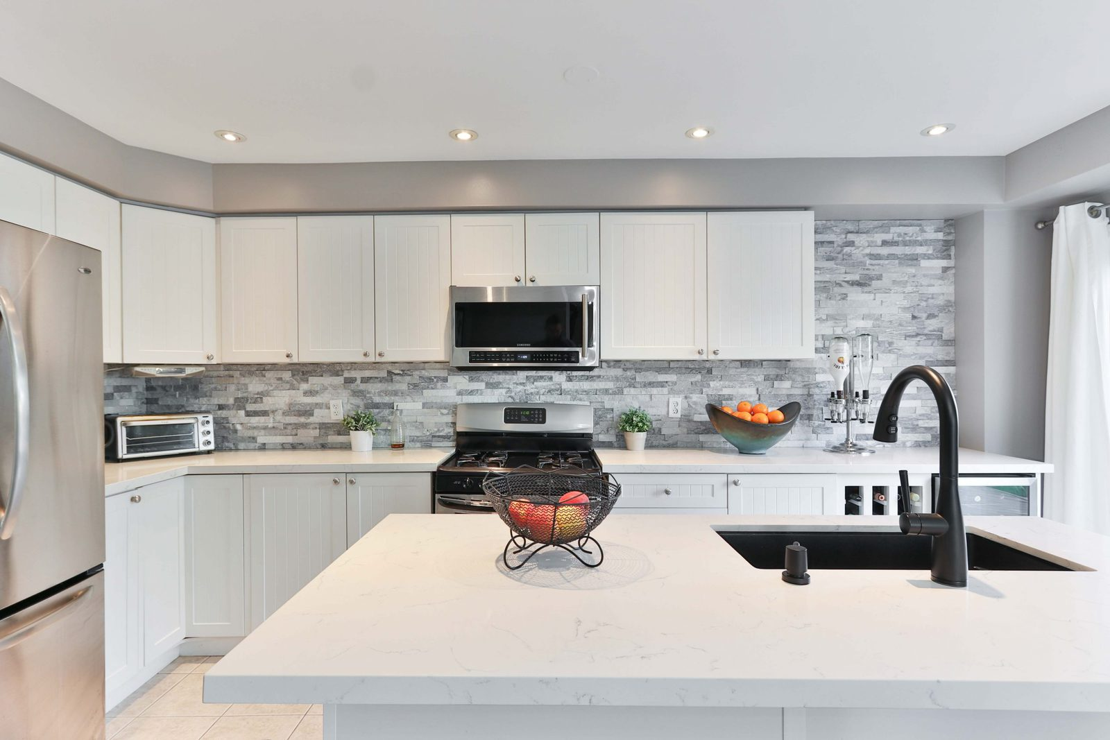 How To Choose The Right Stone For Your Great Falls Kitchen Remodel